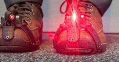 Zapatos con un dispositivo láser ayudan a caminar a los enfermos de Parkinson