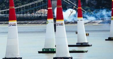 Martin Sonka vuela alto sobre el Danubio en Budapest